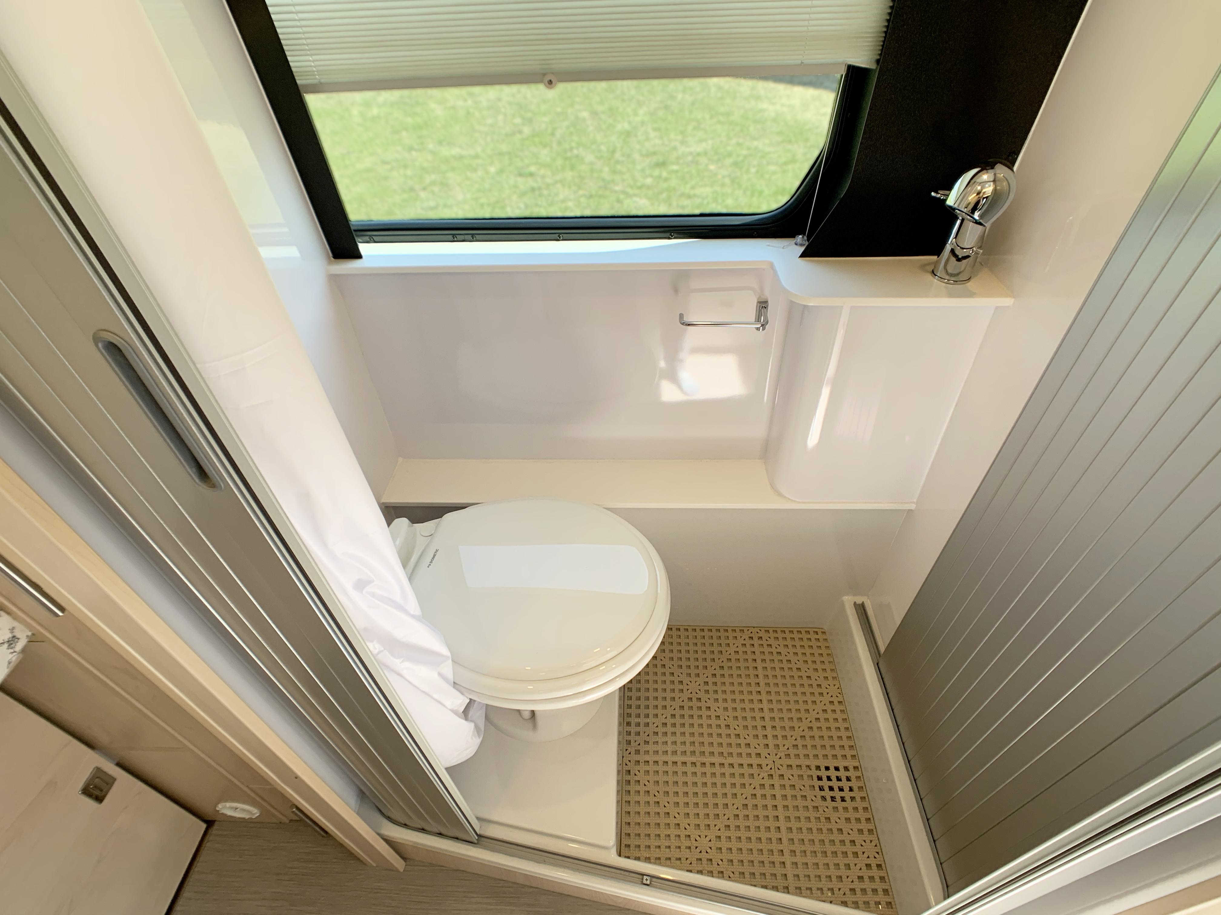 Panoramic RV - Toilet