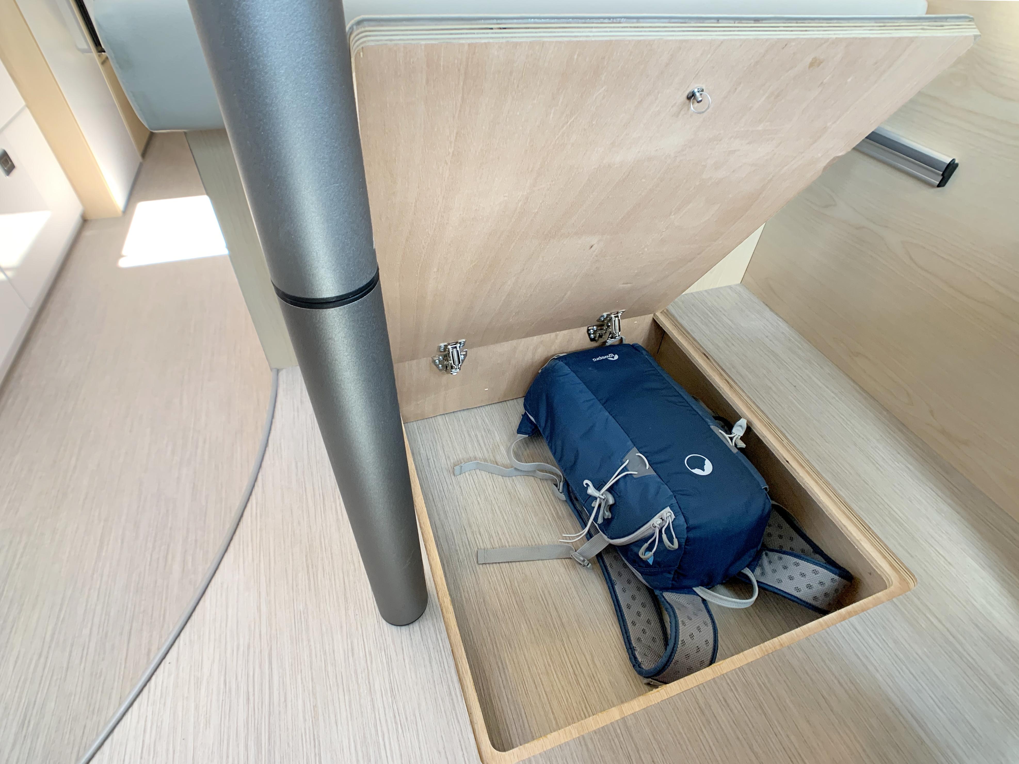 Panoramic RV - Floor compartment