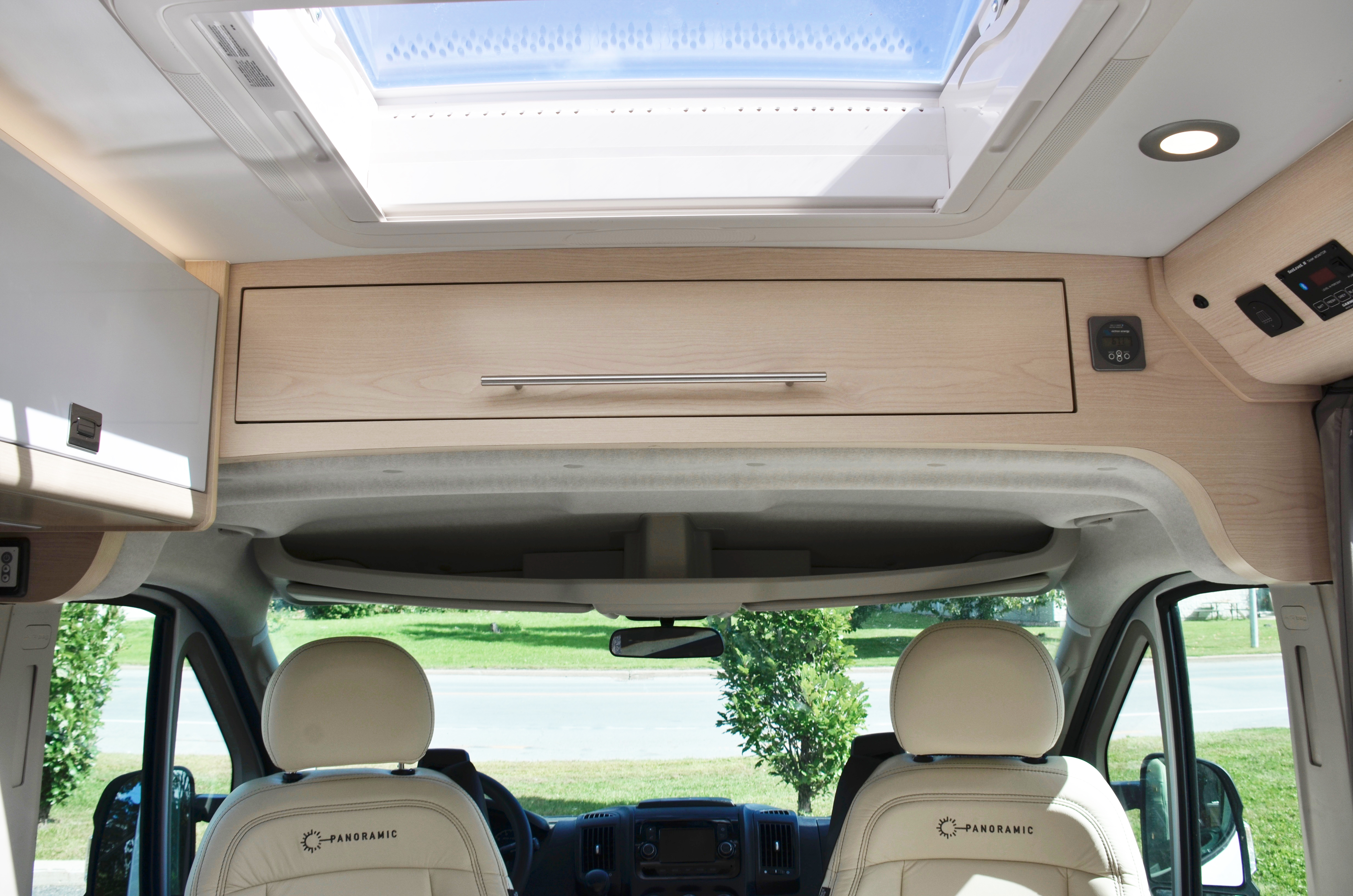 Panoramic RV - Front compartment - 1