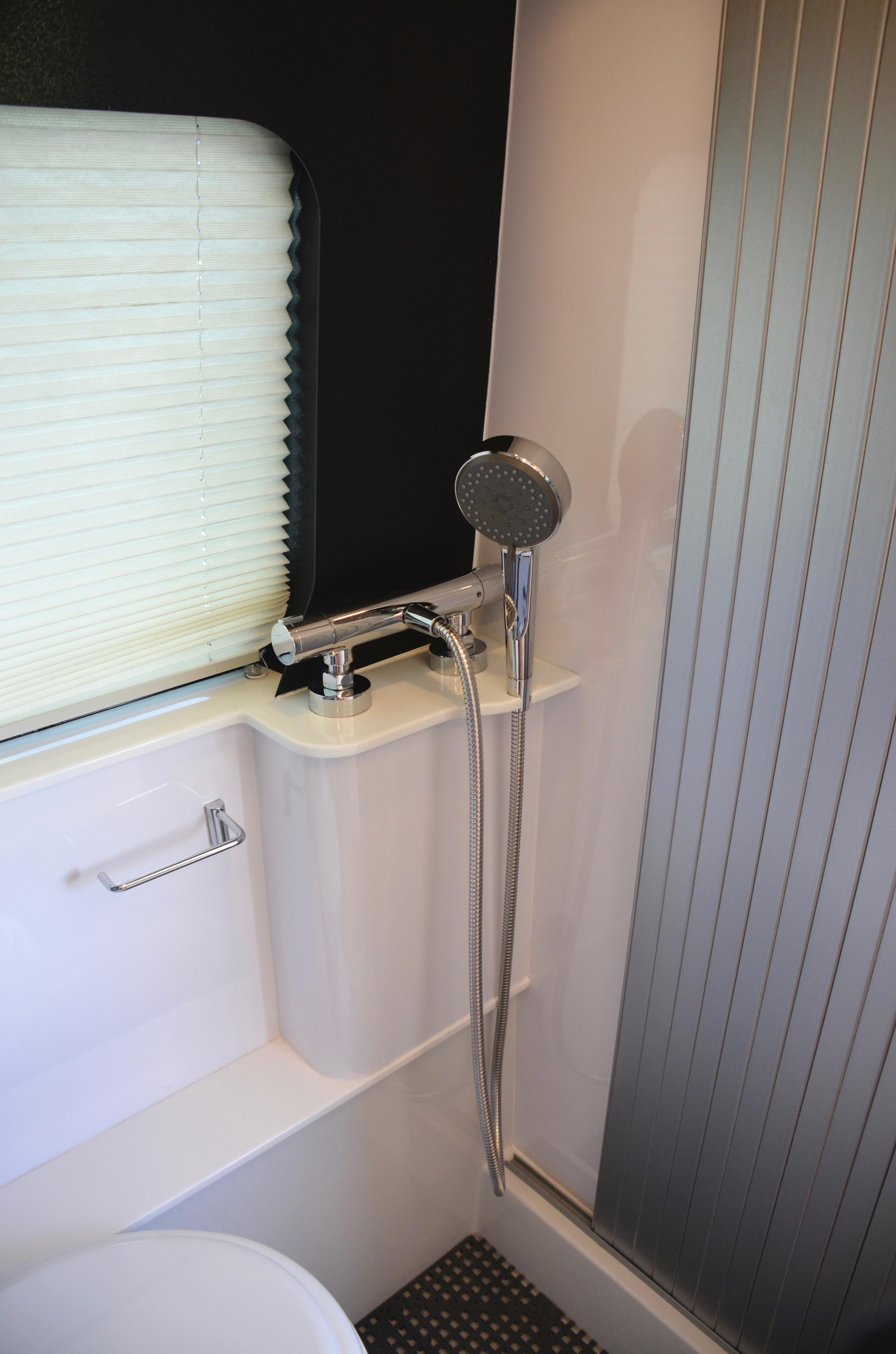 Panoramic RV - Shower - 1