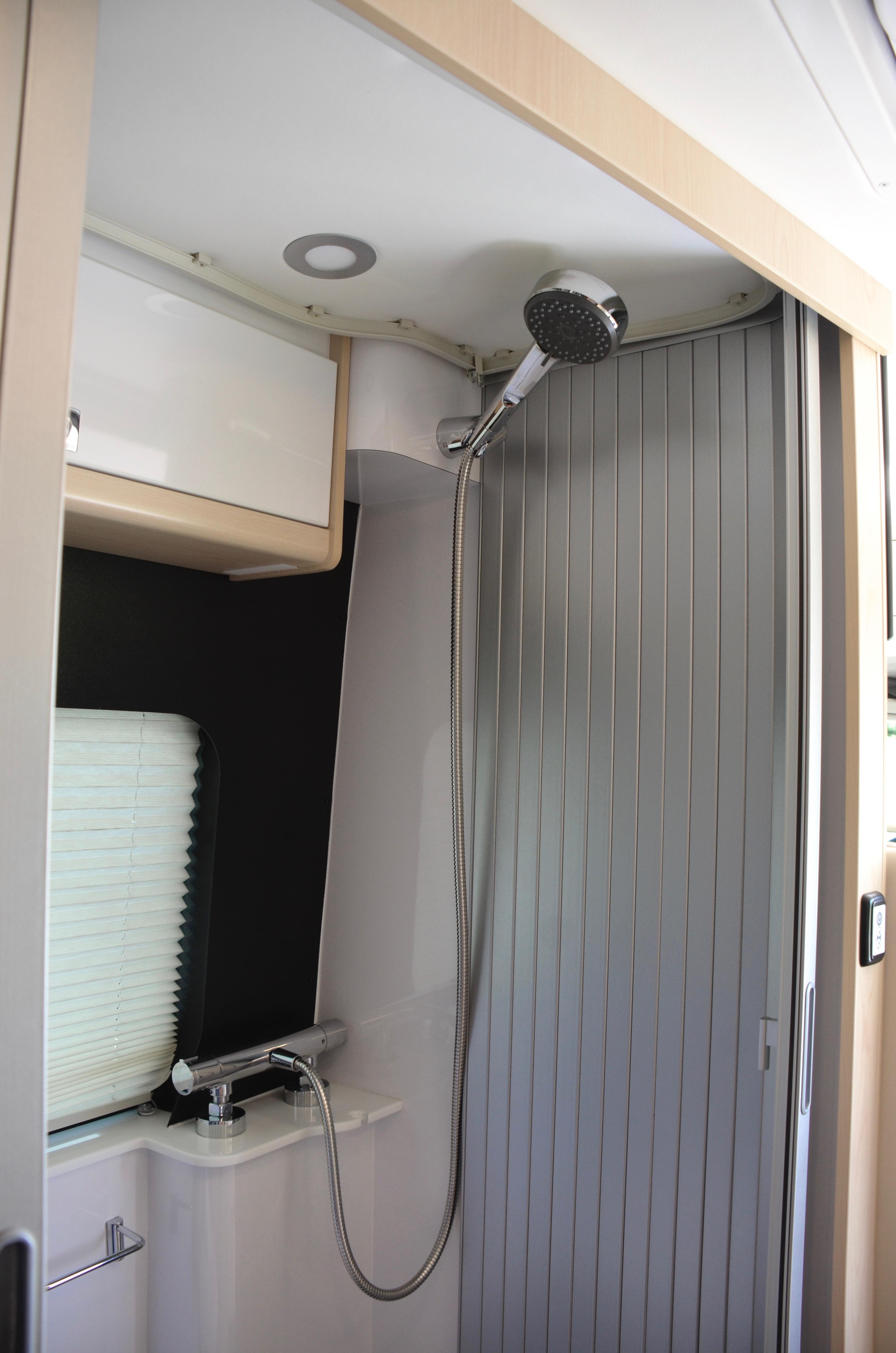 Panoramic RV - Shower - 2