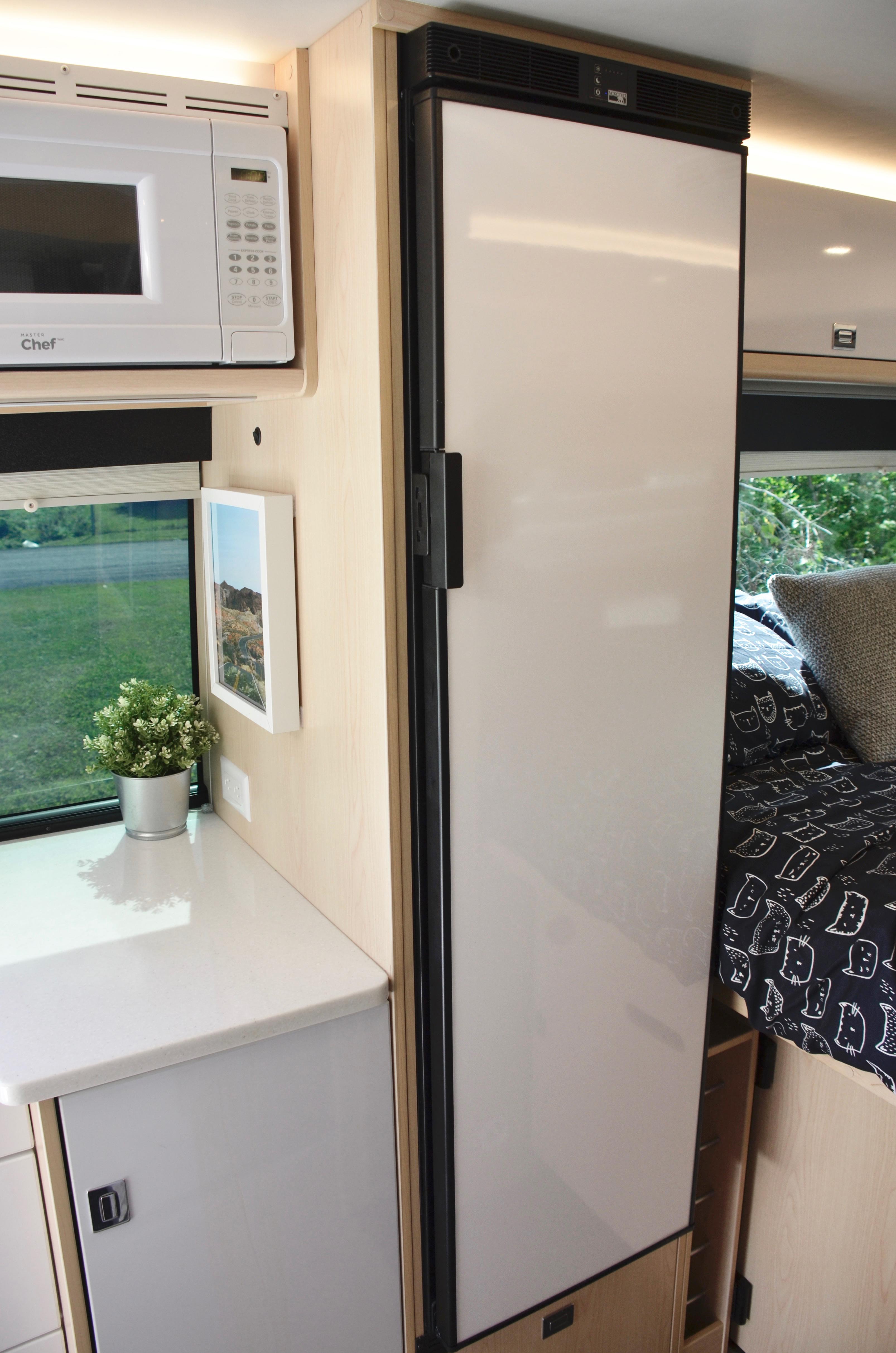 Panoramic RV - Compressor fridge - 3